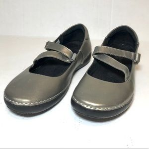 Vionic 6.5 Silver Strappy Flats Orthaheel Comfort